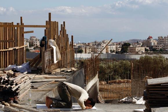 עובד ערבי באתר בנייה בירושלים