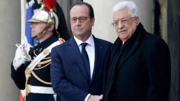 """ה""""דוקטור"""" לטרור והכחשת שואה, מחמוד עבאס (מימין), נפגש עם הנשיא הצרפתי"""
