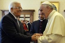 פרנציסקוס ועבאס במהלך פגישתם ברומא