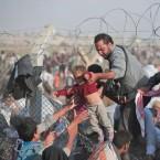 בקרוב בישראל? (פליטים ערבים מסוריה עוברים את הגבול מסוריה לטורקיה)