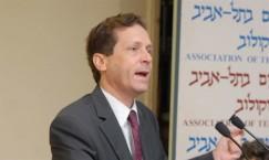 מליוני המוסלמים והנוצרים שכבר בישראל לא מספיקים לו (בוז'י הרצוג)