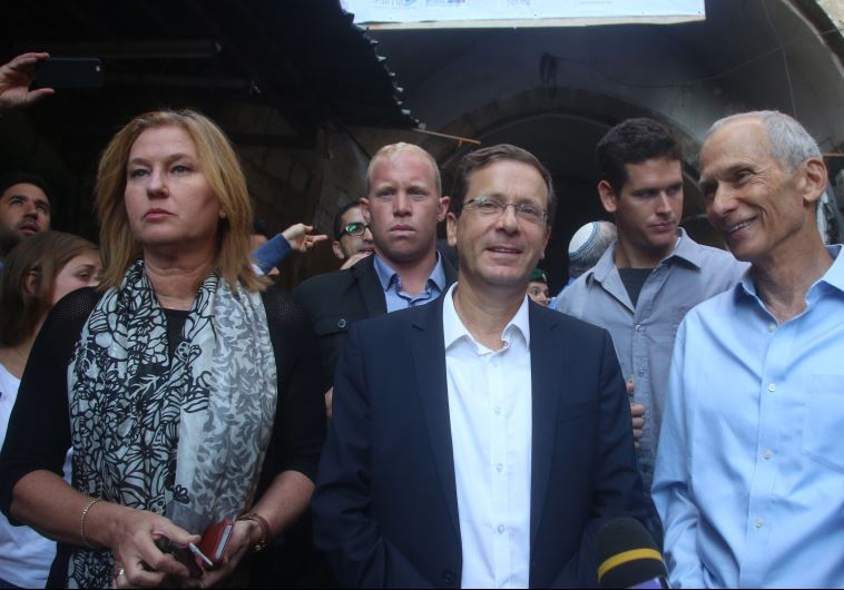 לבני (משמאל) והרצוג (במרכז): רוצים לאסור על יהודים לפקוד את המקום הקדוש ביותר עבורם