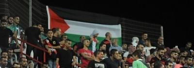 אלעד גבאי חוגג עם הדגל
