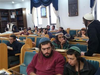 מתבצרים בבית הכנסת במטרה למנוע את החורבן