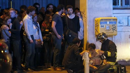 פינוי הפצועים מהתיאטרון - הזירה בה נרצחו כמעט 100 בני אדם