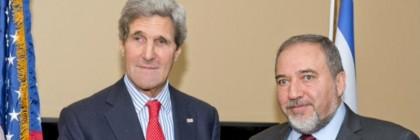 שר החוץ ליברמן עם מזכיר המדינה האמריקאי, ג'ון קרי